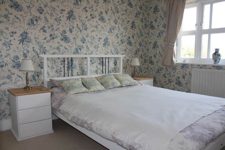 Double EnSuite Goodwood/Chichester  - Westergate