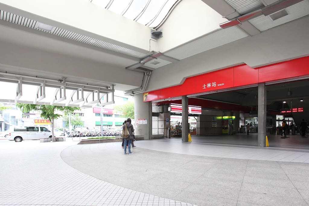 Shilin MRT Station Exit No. 2