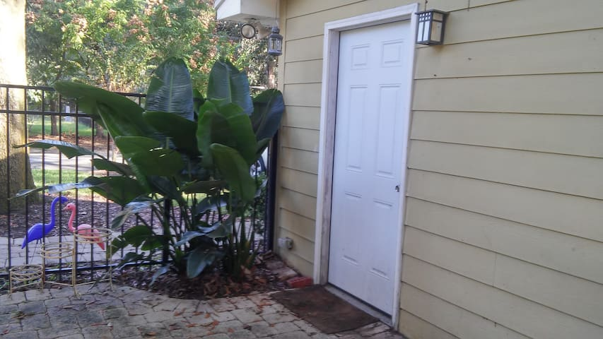 St. Nicholas Vacation Studio Home - Jacksonville - Appartement