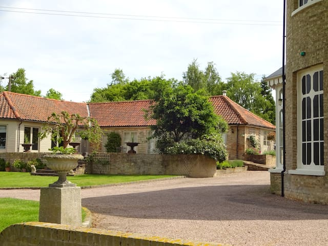 The Garden Cottage - Long Melford