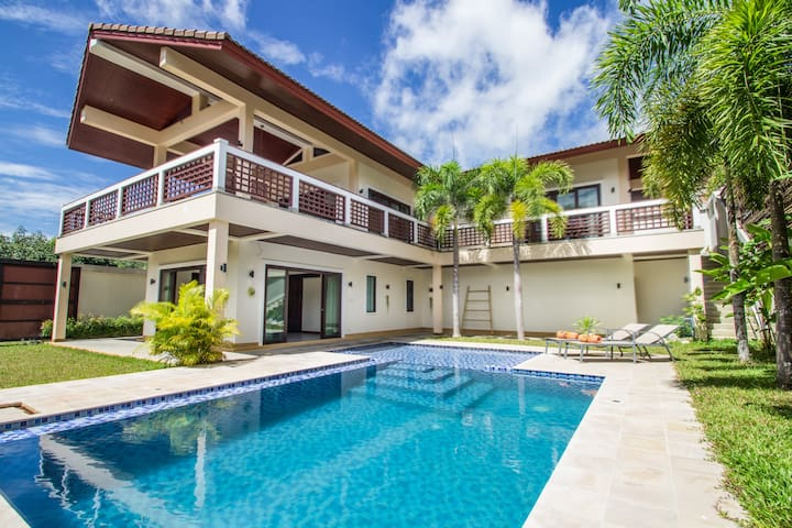 Infinity Pool Villa by Aonanta Group, 4 persons