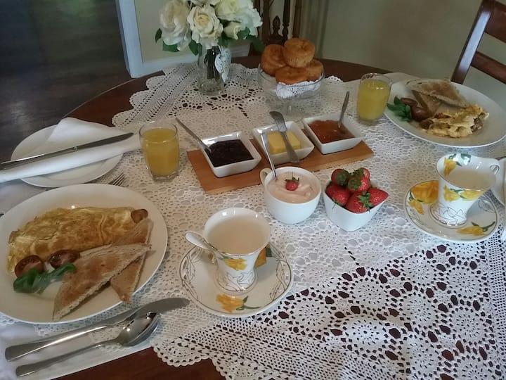 Roland, Cradle area, big Breakfast, Ensuited