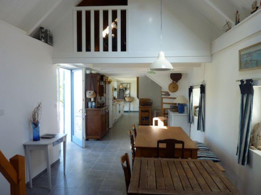 La pièce à vivre de 43 m2, (cuisine, salon, coin repas)
