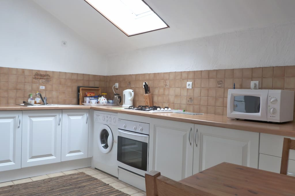 Modern, well-equipped kitchen including washing machine, fridge/freezer, gas hob, electric oven, microwave, kitchen table & skylight!