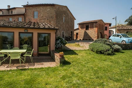 PinkHouse: Eco-Apart in the heart of Tuscany - Montevarchi - Pis