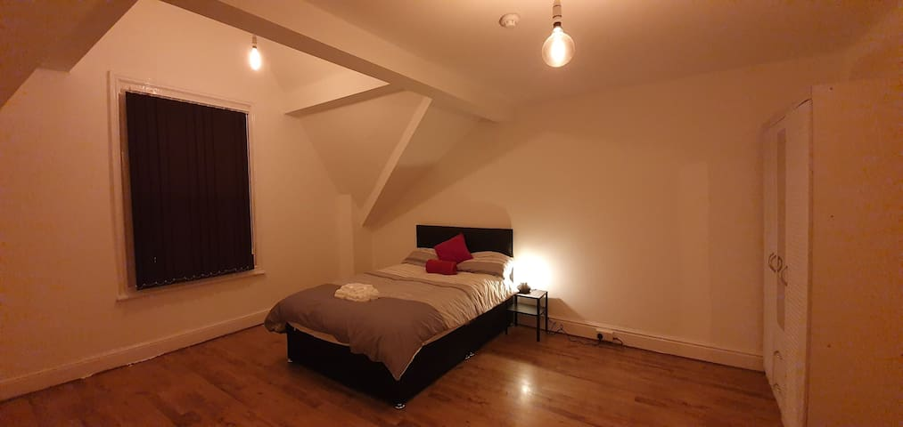 New Shabby Double Room in Liverpool.