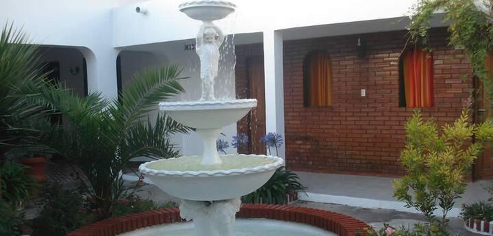 Habitaciones amplias con  baño privado y jardín