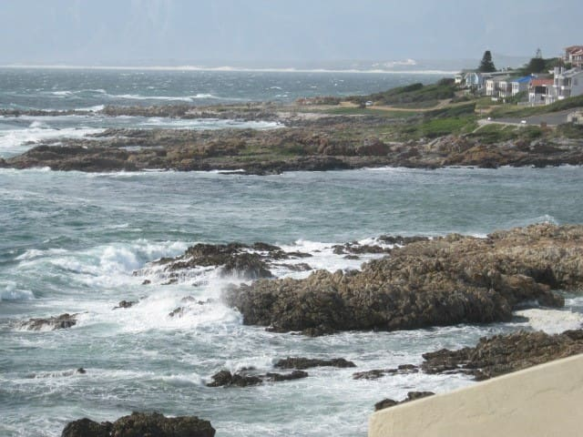 Experience it - On the Rocks! Seafront Beach House - De Kelders - Bed & Breakfast