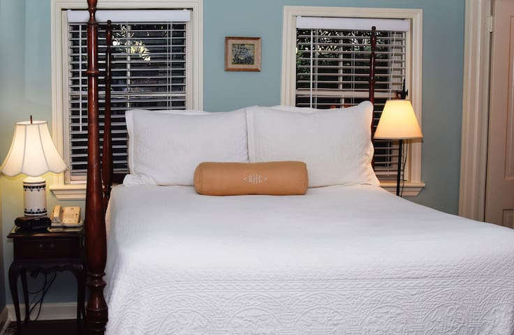 Carriage House Queen; Private En-Suite #6 - Charleston - Bed & Breakfast