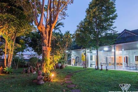 FAMILY ROOM - Tambon Rim Tai - Casa
