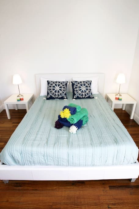 PRIVATE BED ROOM - QUEEN SIZE BED