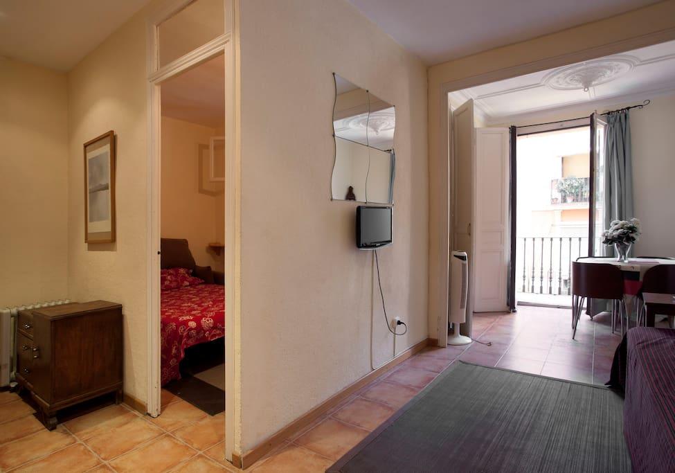 Centrally located budget apartment hutb 005832 for Appartamenti barcellona affitto annuale