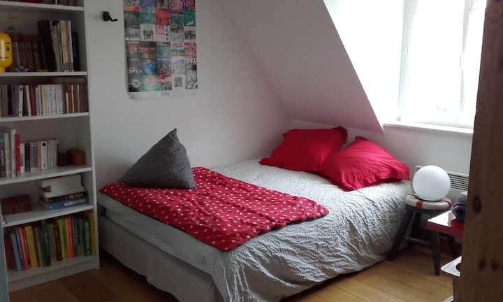 Chambre lit double avec bureau Brest rive droite