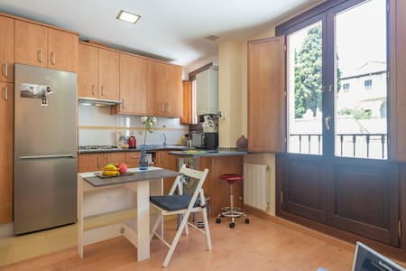 Apartment with balcony in the Center-Realejo-.