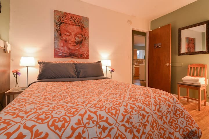 The Damascus Bedroom in Capitol Hill
