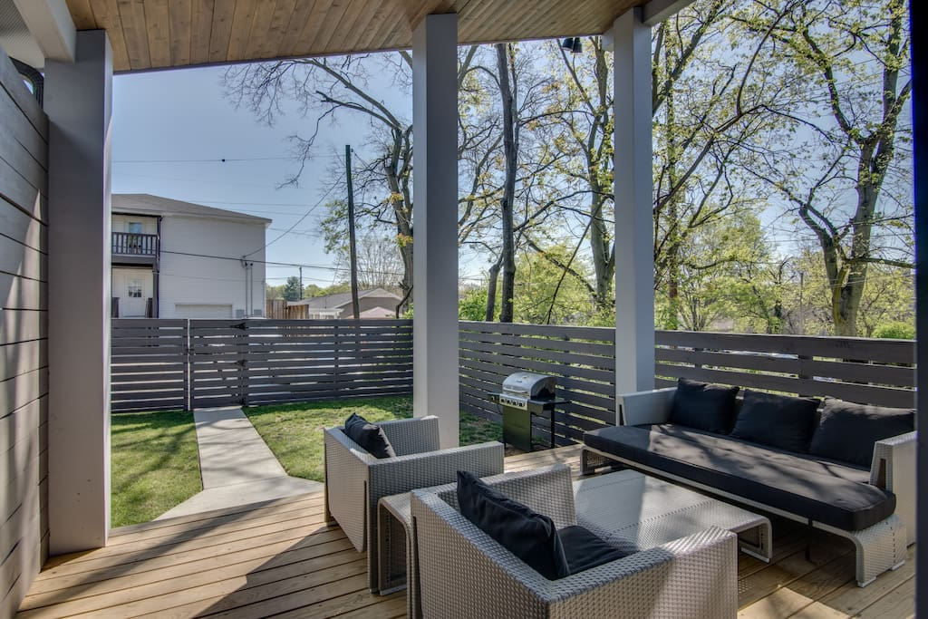 The back deck lounge offers endless outdoor entertainment.
