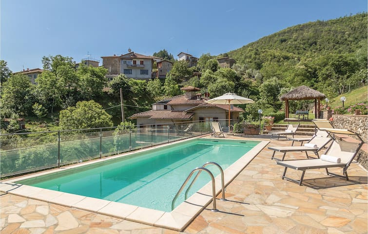 Holiday cottage with 3 bedrooms on 130 m² in Ortignano AR