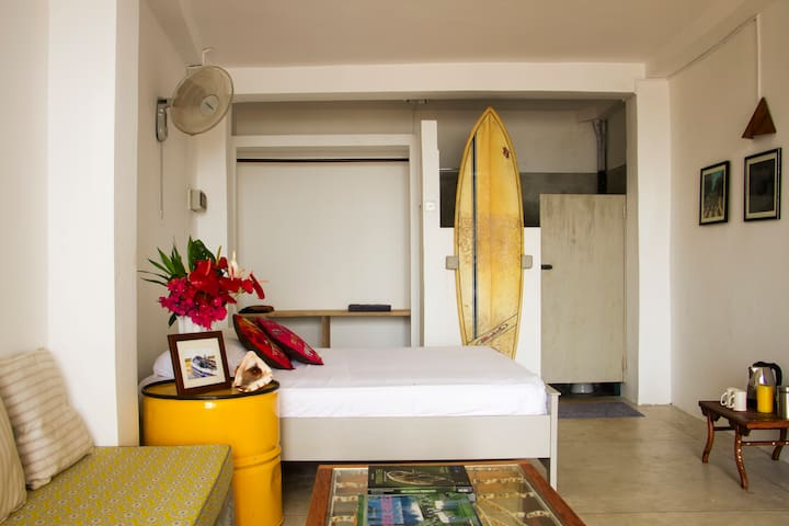 The Surf Shack - beachfront studio