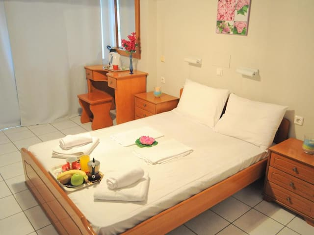 Studio with Double bed - Greta Apartments