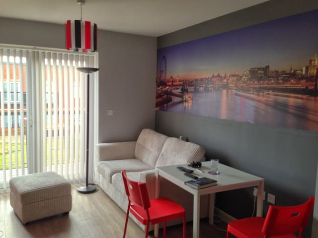 Modern 1-bed flat on direct line LHR to Paddington - Southall - Appartement