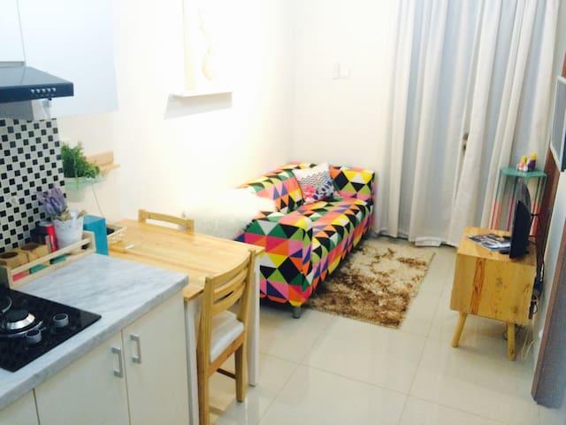 Swedish Style WoodlandPark Kalibata - Pancoran - Wohnung