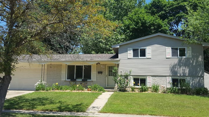 Two Bedrooms in lovely Ann Arbor home