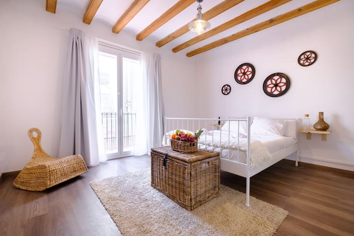 Gorgeous room in central Barcelona