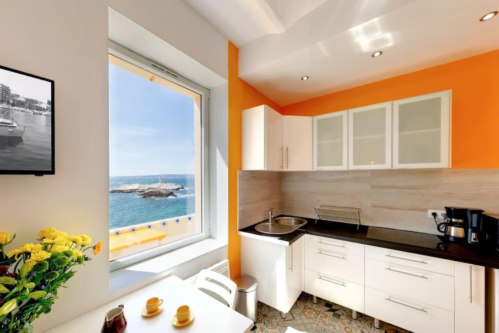 Cusine - salle à manger avec vue sur mer