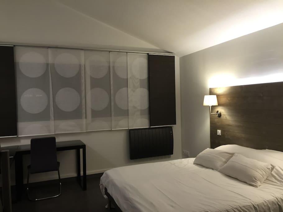 Chambre lit 2 x 80 X 200 avec dressing et coin bureau