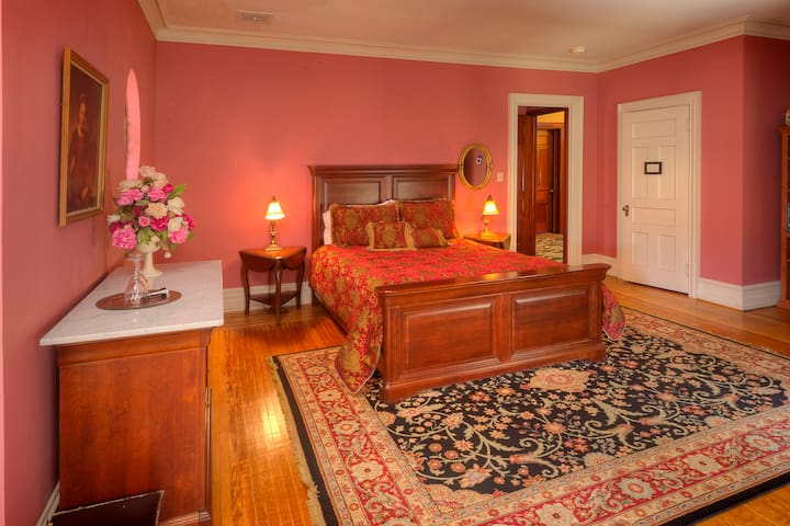 Historic Bed and Breakfast - Bridal Room - Williamsport