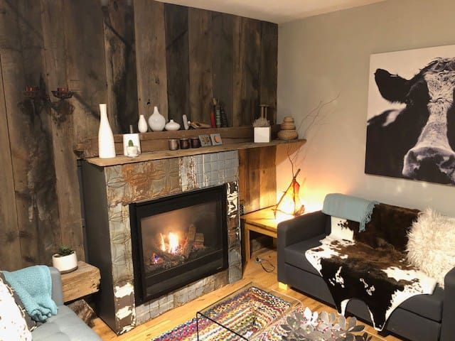Creative and cosy, just steps from downtown