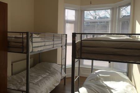 Clean fresh bunk beds - Portsmouth - Ház