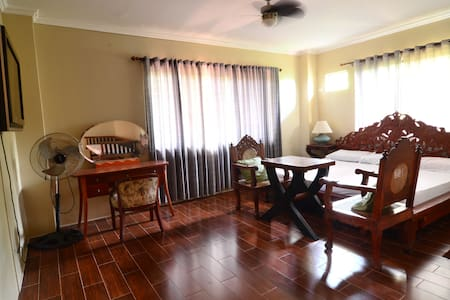 Room A Tagaytay Bed and Breakfast - Mendez - 家庭式旅館