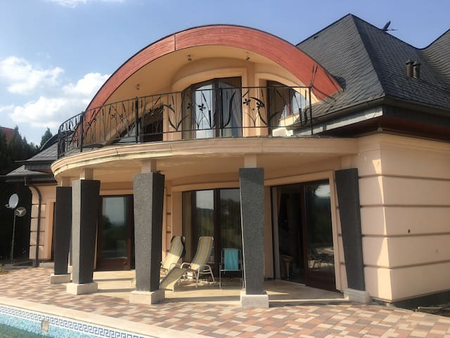 Family house w swimming pool⛱ and Lake panorama ☀️
