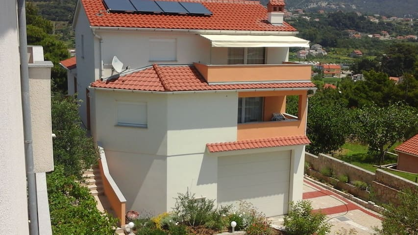 Yellow apartment with sea view - Palit - Appartamento