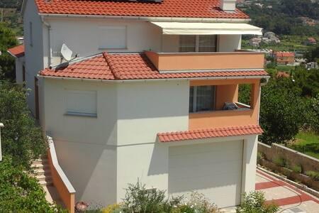 Yellow apartment with sea view - Palit - Huoneisto