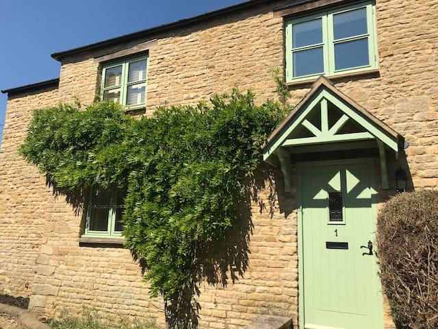 A Charming Cotswold Cottage, 1 Chapel Lane