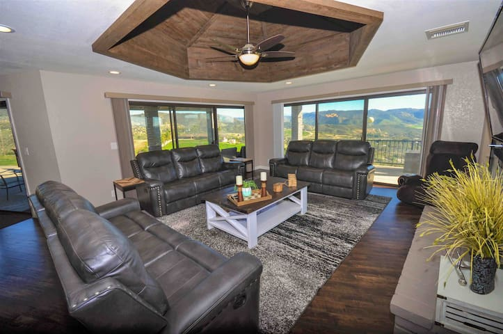 Great Room / Living Room - Large Gathering Space with seating for 10+ All Couches Recline
