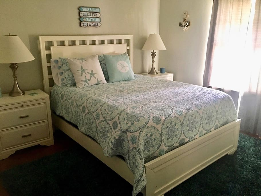 The Cape Cod Room: Queen