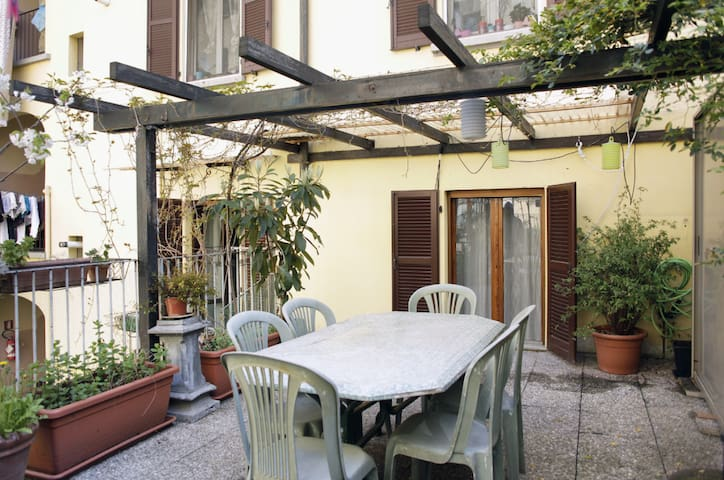 cozy apt on the canal (navigli) - Milan - Maison