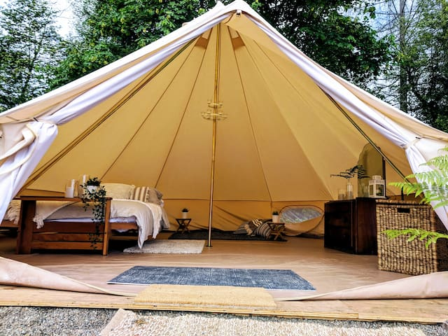 Charming Luxury Tent on 20 acre Farm!