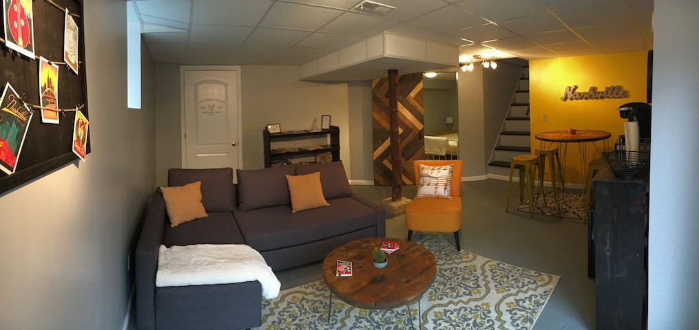 Cute, Cozy Basement Suite Close to Everything!