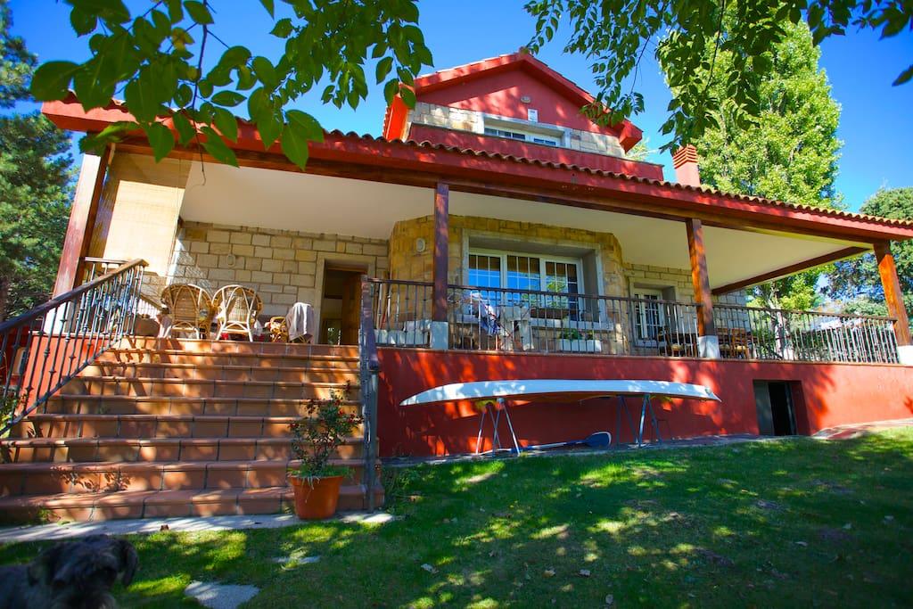 Casa con piscina en el escorial casas en alquiler en el for Restaurantes con piscina en comunidad de madrid