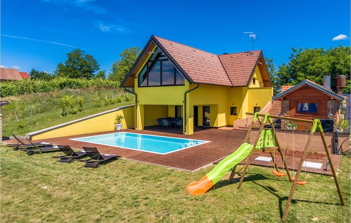 Holiday cottage with 2 bedrooms on 135m² in Selnica