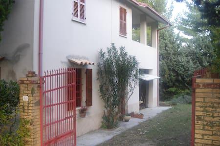 TIPICA CASA NELLE MARCHE - Montelabbate - Maison