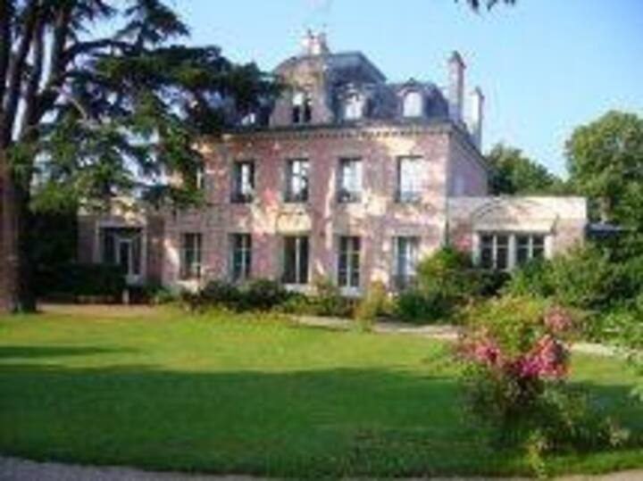 5 bed-house, 10 minutes from Paris