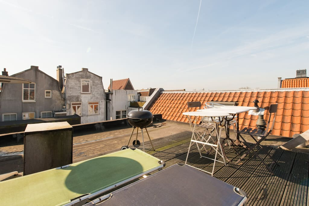 That's the roof terrace, sun the entire day and possibility to do BBQ
