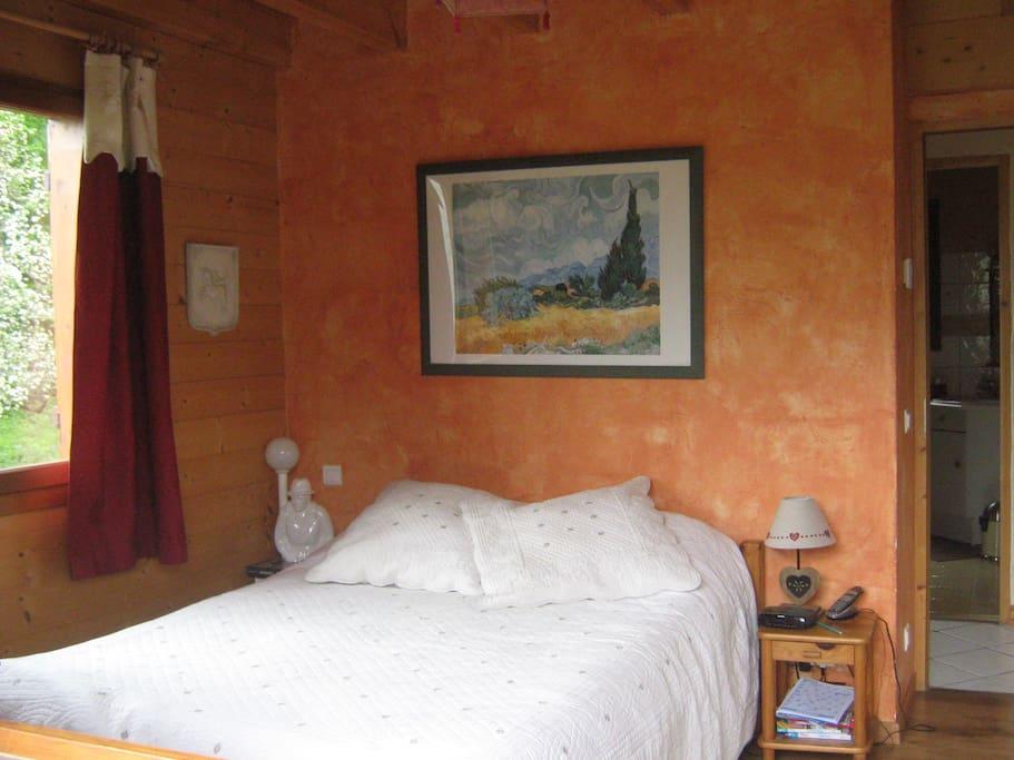 chambre du bas avec lit 2 places