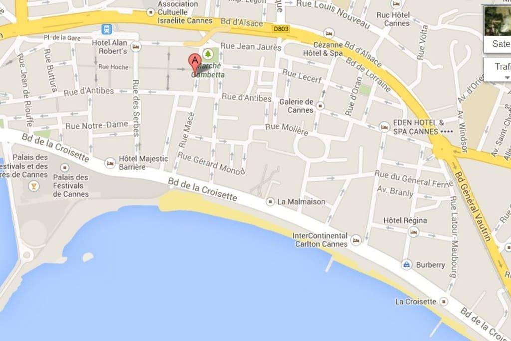 Very central location in Cannes: 5 min walk to Palais de Festivals, Croisette, beaches