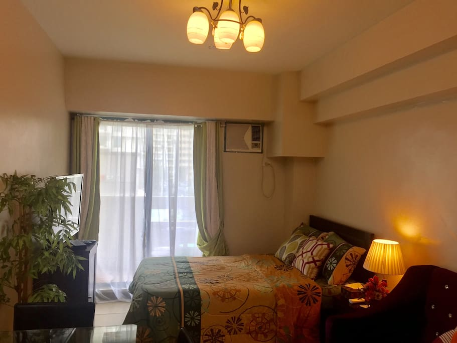 Comfy and clean bed with newly changed bed sheets. Cable TV is available and the unit has free Wifi. The unit has balcony too with a view of the amenities.
